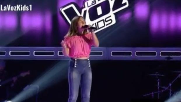 La sevillana Lucía, durante su actuación en «La voz kids»