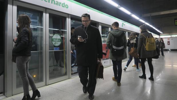 Parada del metro de Sevilla en San Bernardo
