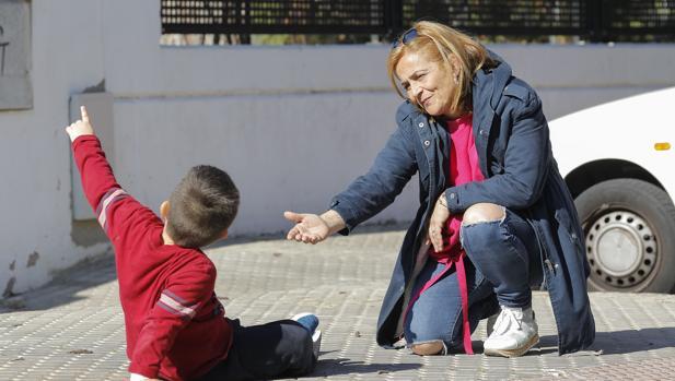 Rosalía con su hijo de 4 años