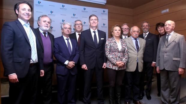 Grupo de cónsules y directivos de Quirónsalud