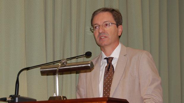6a720bdb4ec Sevilla José Miguel Cisneros, director de la Unidad Clínica de Enfermedades  Infecciosas del Hospital Virgen del