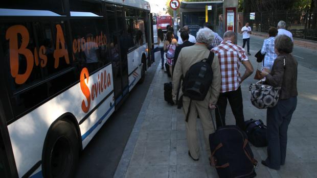 Parada de bus de la línea Especial Aeropuerto