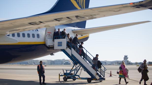 Pasajeros bajan en el aeropuerto de San Pablo