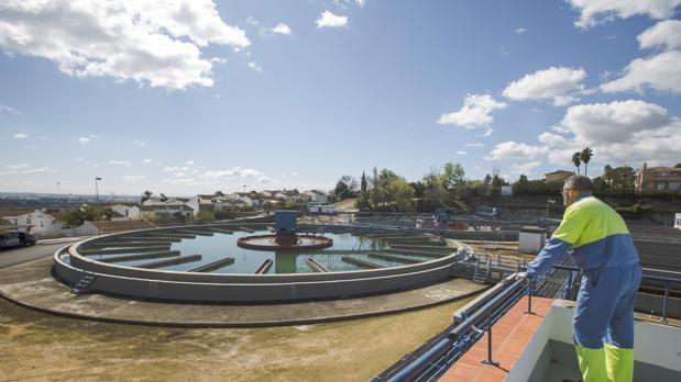 Estación de tratamiento de agua potable de Emasesa en el Carambolo