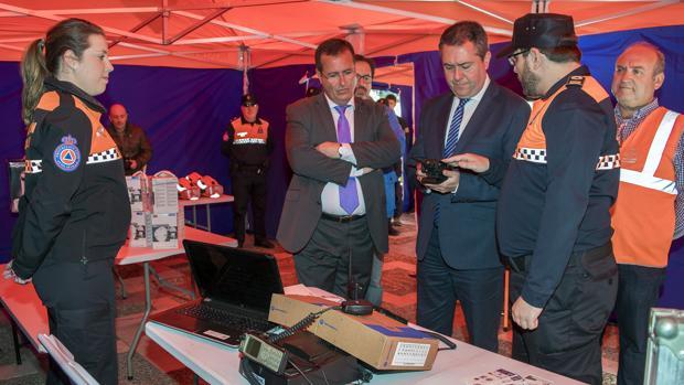 Juan Espadas y Juan Carlos Cabrera presentan nuevos equipamientos para Protección Civil