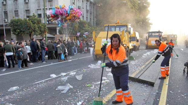 Trabajos de limpieza tras el paso de la Cabalgata