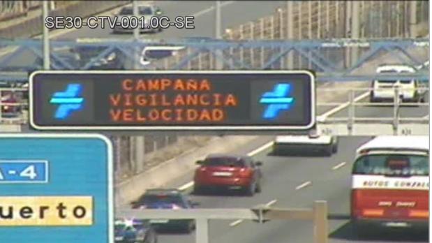 Panel de la Dirección de Tráfico avisando de la campaña de control de velocidad