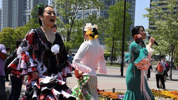 Una veintena de bailaoras en la primera Feria de Abril que se celebra en Tokio