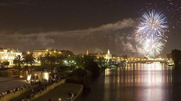 Fuegos de final de la Feria de Abril de Sevilla