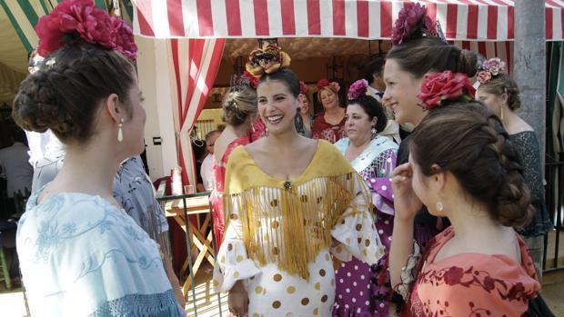 Jóvenes de flamenca durante las últimas jornadas de la Feria
