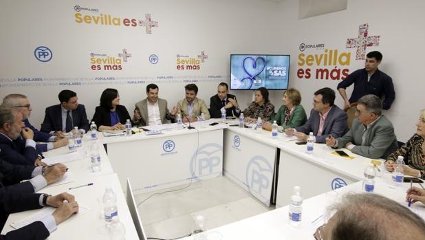 Representantes del PP se reúnen con presidentes de Colegios Profesionales y sindicatos sanitarios