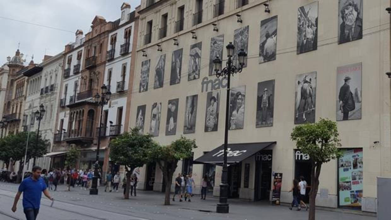 Fnac se va de la avenida y el due o del edificio negocia for Cartelera avenida sevilla
