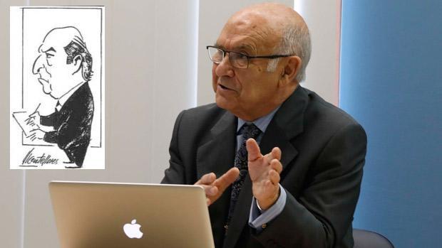 Vicente Flores Luque defendiendo su tesis sobre su padre