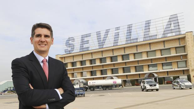 Jesús Caballero, director del aeropuerto de Sevilla desde 2013, cuando sustituyó a Eugenio Pérez Luengo
