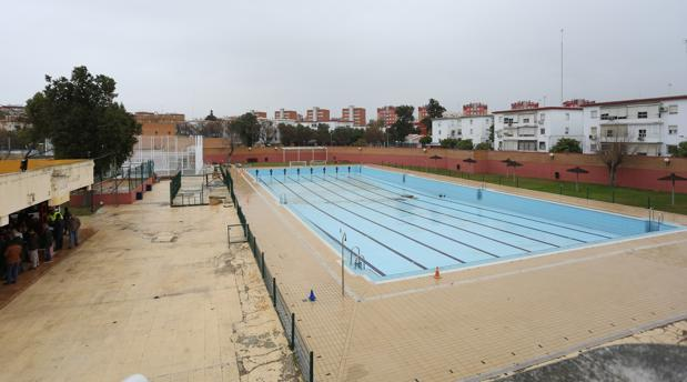 La piscina cubierta del barrio del tiro de l nea de for Piscinas imd sevilla