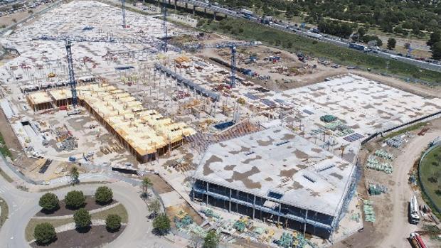 Estado de las obras del centro comercial Palmas Altas, junto a la SE-30 y el puente del Centenario