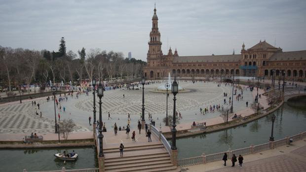 Plaza de España, con la torre norte al fondo