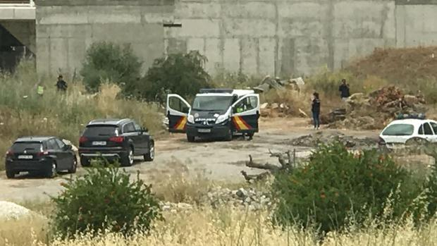 La Policía Nacional, en el lugar donde se ha hallado el cuerpo