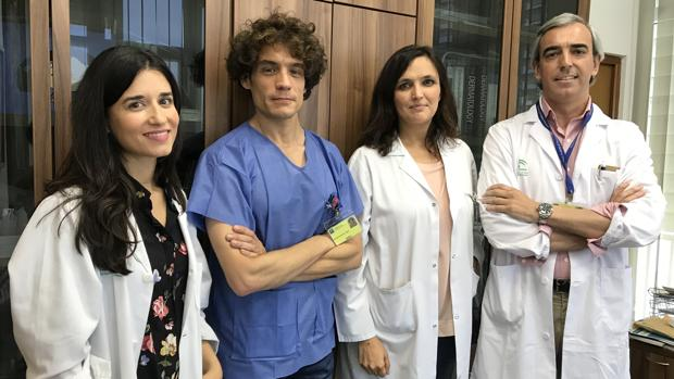 Los doctores Laura Padilla, Tomas Toledo, Almudena Fernández Orlam y David Moreno, de izquierda a derecha
