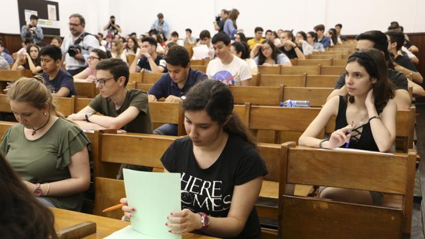 Exámenes de selectividad en Sevilla