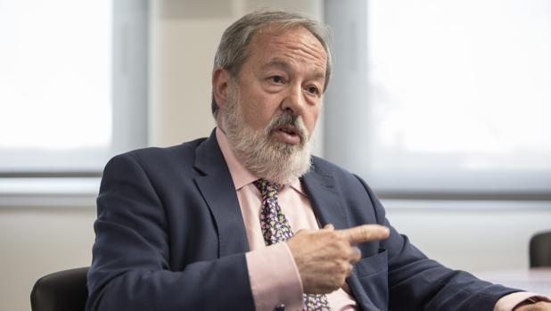 Alfonso Carmona, pediatra y desde esta semana nuevo presidente del Colegio de Médicos de Sevilla