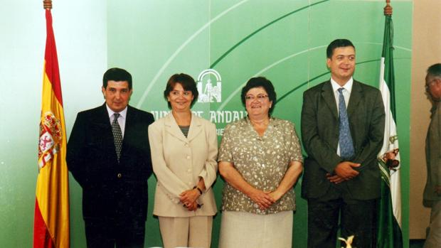 Carlos Toscano, a la izquierda junto a la entonces consejera de Justicia Carmen Hermosín