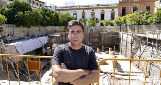 Miguel Ángel Tabales, en las excavaciones del Patio de Banderas