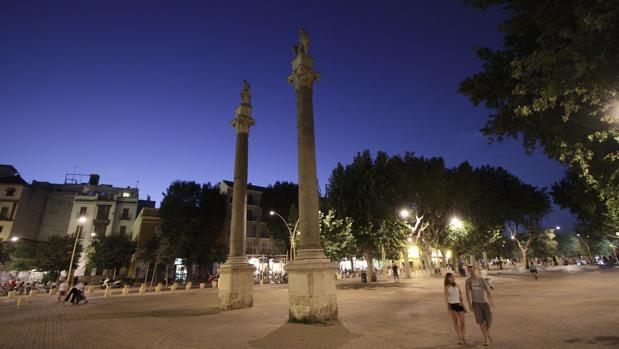 Las columnas de la parte sur de la Alameda de Hércules