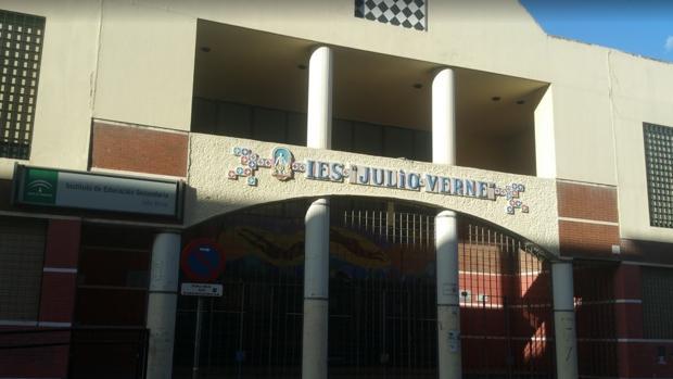 El instituto Julio Verne en Pino Montano, cerca del que se ha producido la agresión