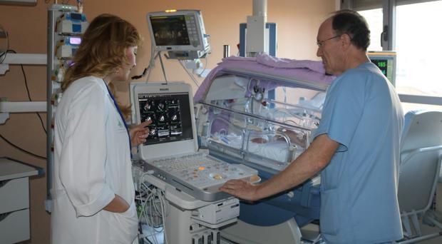 Con el nuevo ecógrafo desaparecen los riesgos derivados del traslado del neonato