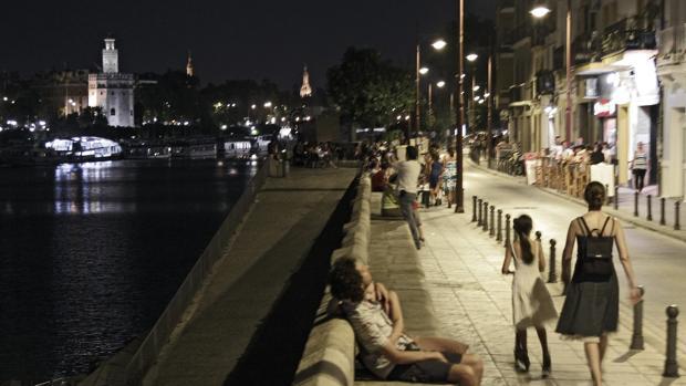 Noche de calor en la calle Betis