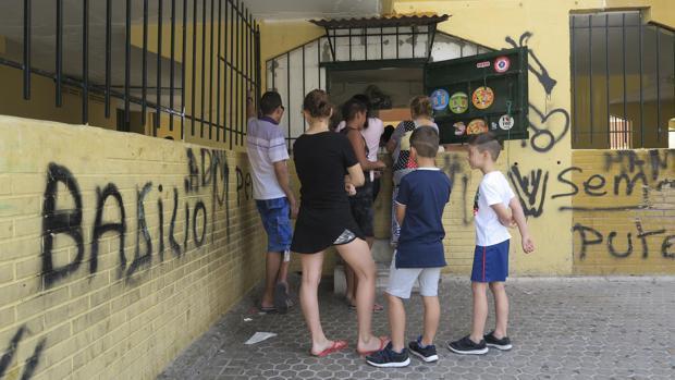 Familias en el barrio del Polígono Sur