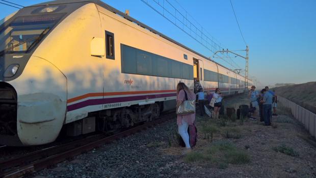 Viajeros del tren Huelva-Sevilla accidentado este viernes