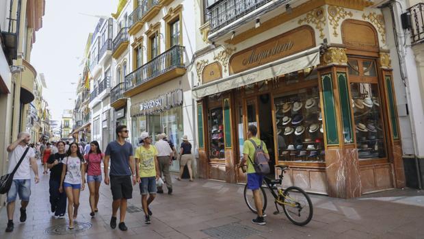 Calle Sierpes, donde está el piso más caro de la ciudad