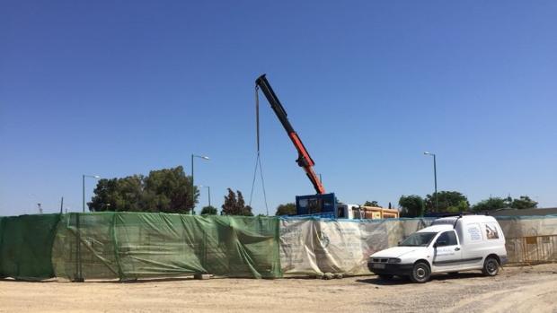 Obras inconclusas en la avenida de las Razas
