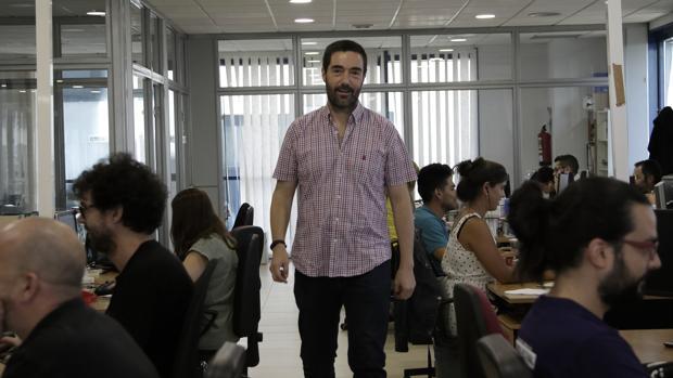 Tom Horsey en la sede de su empresa en Sevilla