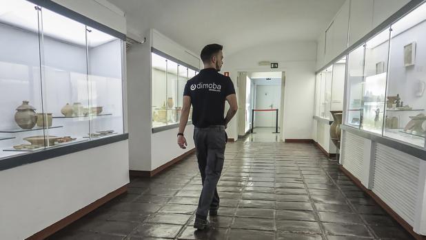 Uno de los trabajadores de la empresa externa