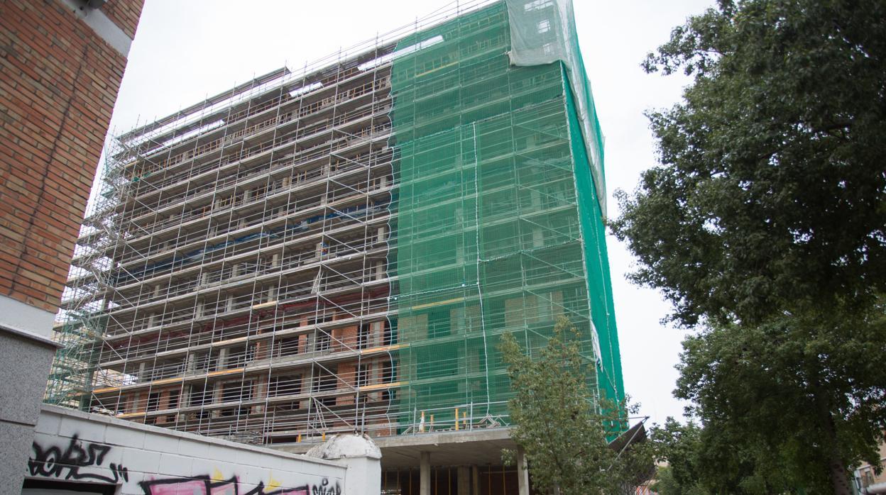 Urbanismo da la licencia de obras para 55 nuevas viviendas en la Carretera de Carmona y 19 en Arroyo