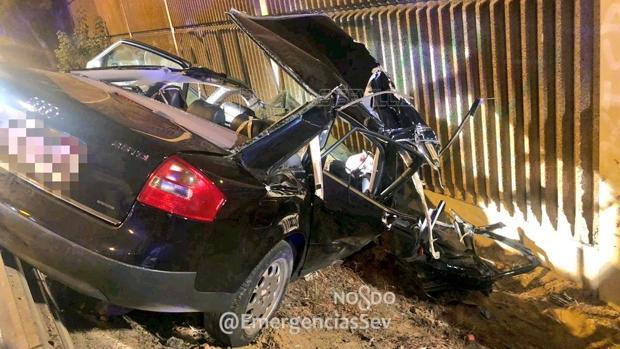 El coche chocó contra una pantalla lateral