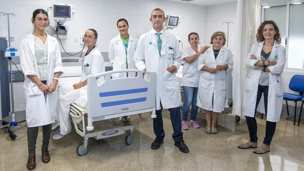 El doctor Emilio Franco, la neurologa Silvia Rodrigo, Andrea Luque, Rosario Mesones, Antonio Cervera, Rocío Cidoncha y Lucía Jiménez