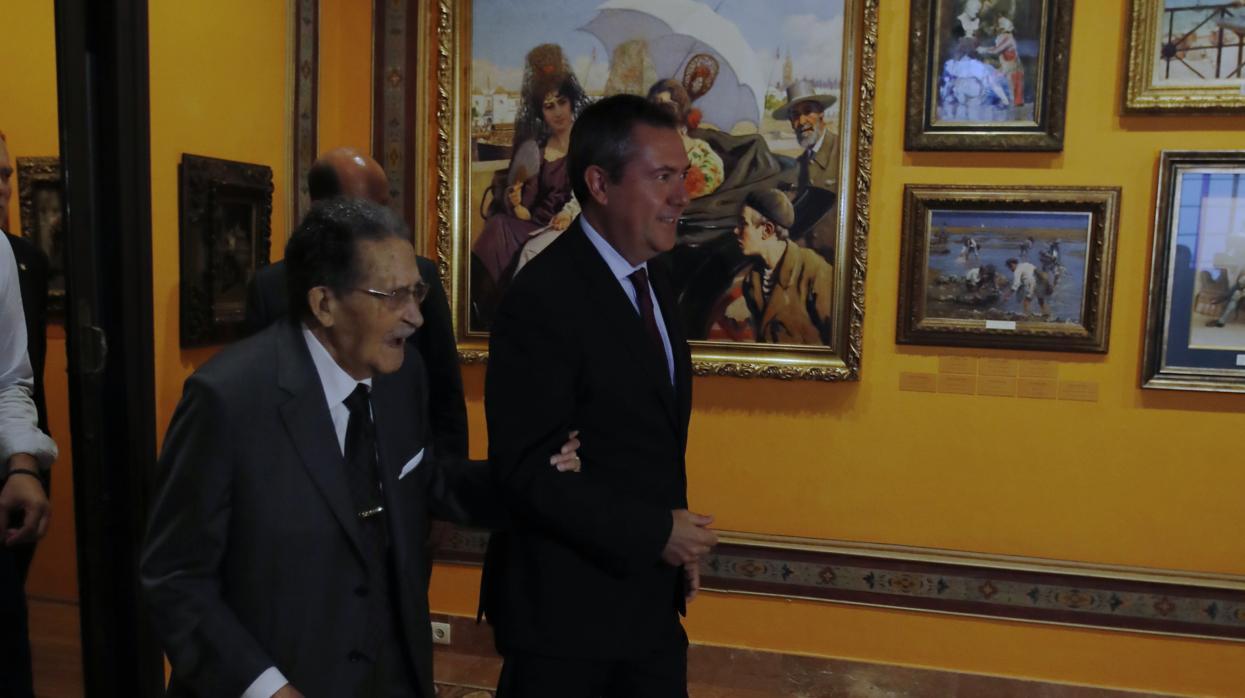 Espadas agradece a Bellver su «paciencia» y él le pide «más paredes» para su museo en Sevilla