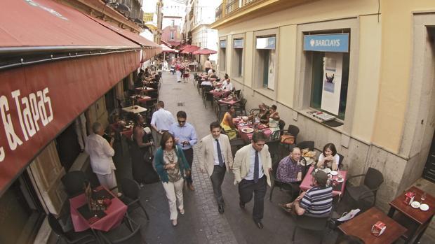 Los bares no contaban con autorización municipal para la colocación de elementos en la vía pública