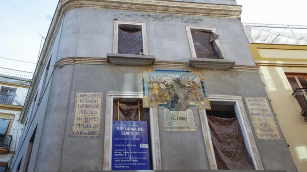 Edificio ubicado en el número 9 de la calle Sierpes, junto a la confitería La Campana