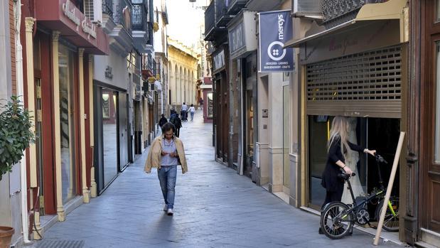 Aspecto de la calle Álvarez Quintero