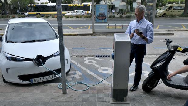 las ventajas e inconvenientes de tener un coche eléctrico o híbrido
