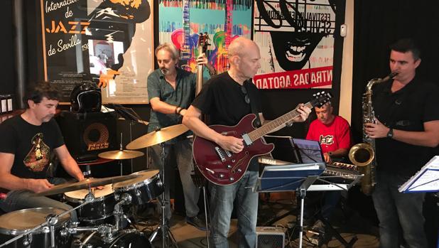 Música en directo en un bar cercano a La Alameda Naima Café Jazz