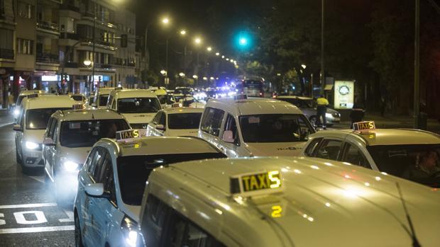 Manifestación de los taxistas en contra de los vehículos de alquiler con conductor