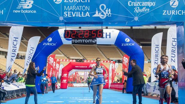 La meta del Zúrich Maratón estaba situada en el interior del Estadio de la Cartuja