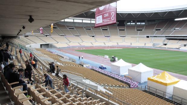 Interior del Estadio de la Cartuja antes del maratón