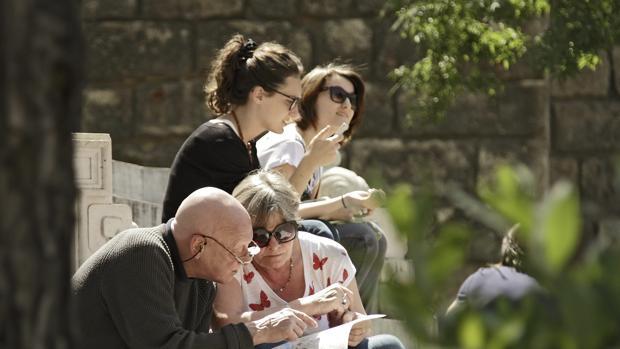 En el Centro de Sevilla ya disfrutan del puente, gracias al buen tiempo